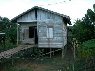 rumah di komunitas adat terpencil